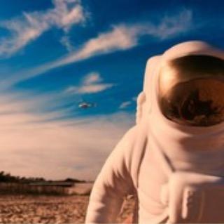 men in the space foto